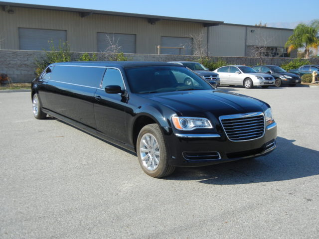 10 Passenger Stretch Limo - Chrysler 300