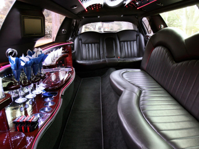 10 Passenger Stretch Limo - Lincoln